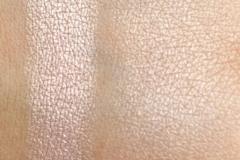 Jeffree-Star-Skin-Frost-Peach-Goddess-Swatch